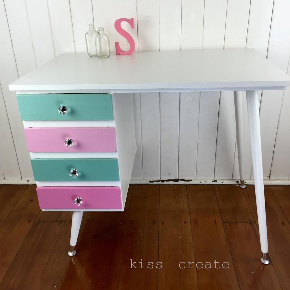 lily's-desk